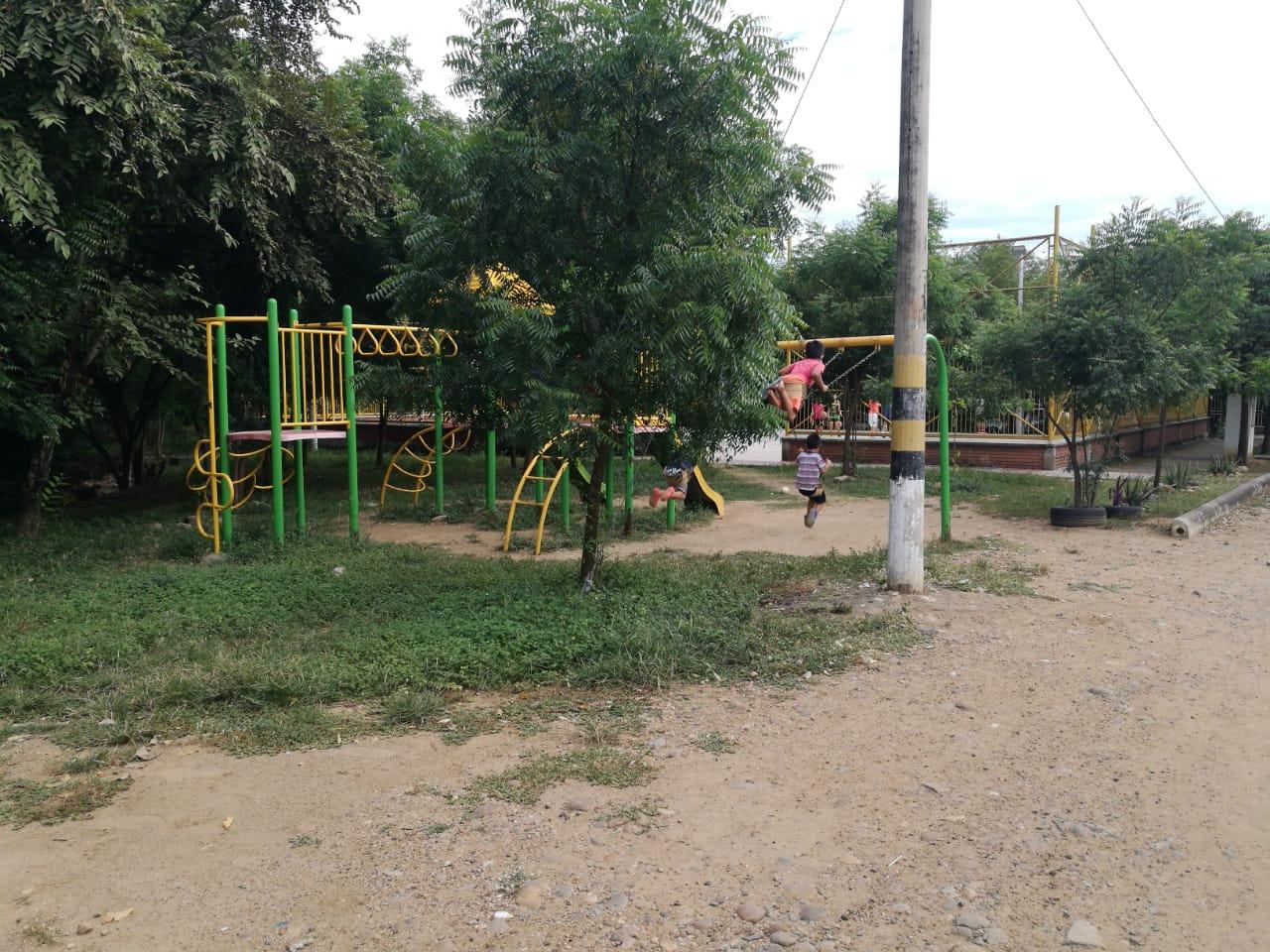 Los habitantes pidieron a las autoridades realizar más patrullajes en este sector, según ellos, el abandono de las zonas verdes propicia el consumo de droga.