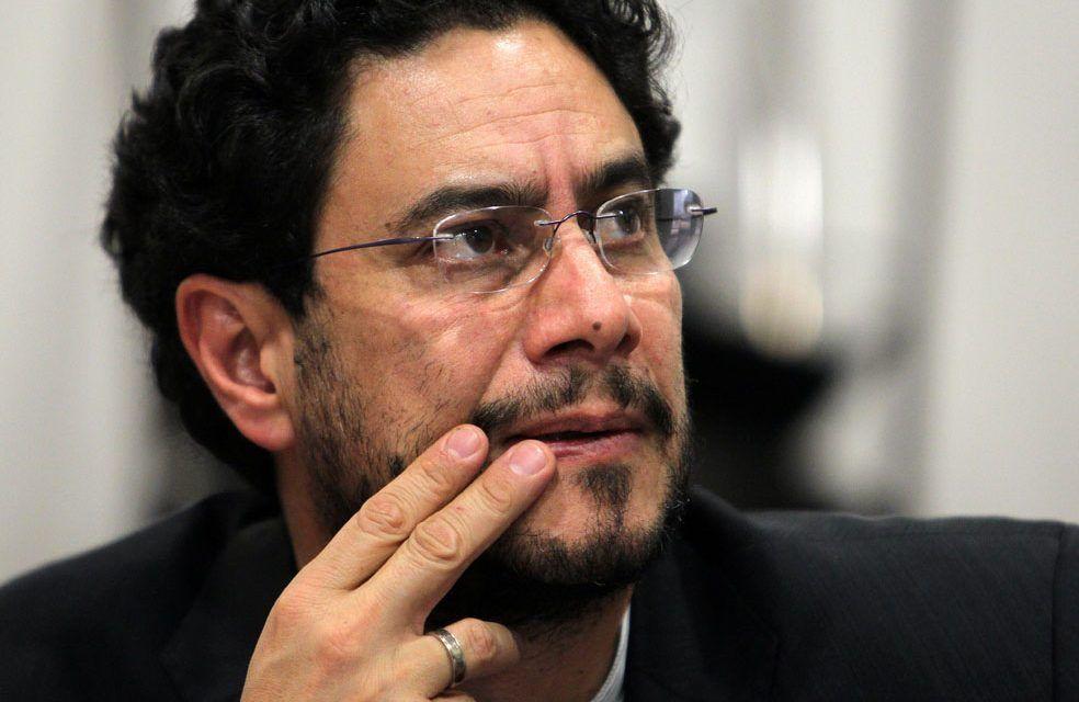 «No logrará intimidarme»: Iván Cepeda al fiscal Barbosa