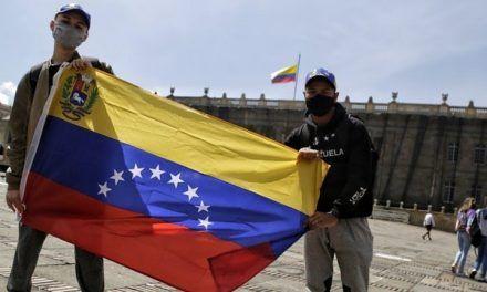 Expertos aseguran que regularización de migrantes venezolanos impulsaría la economía colombiana