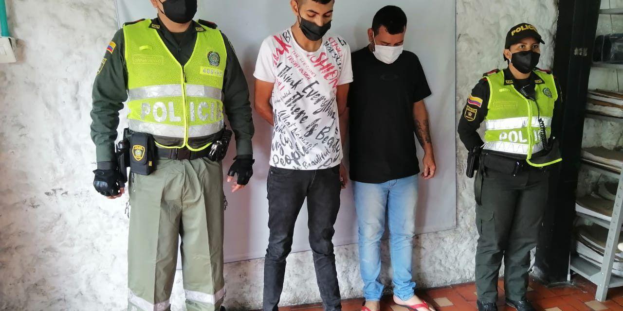 Detenidos dos sujetos en flagrancia por hurto a taxista