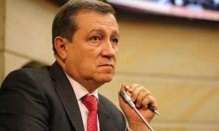 Corte no seguirá con proceso por injuria contra Ernesto Macías