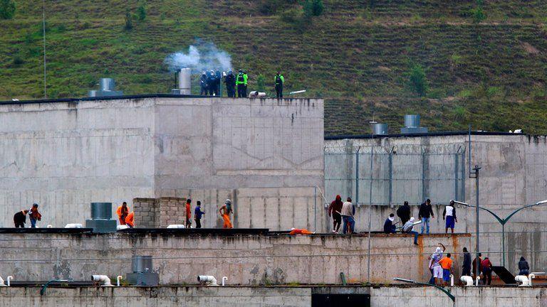 79 muertos por enfrentamientos en cárceles de Ecuador