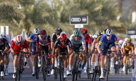 Fernando Gaviria se metió en el top 10 del sprint en la etapa 4 del Tour de los Emiratos