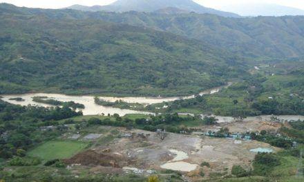 Familias encerradas por disputas de las FARC y el ELN