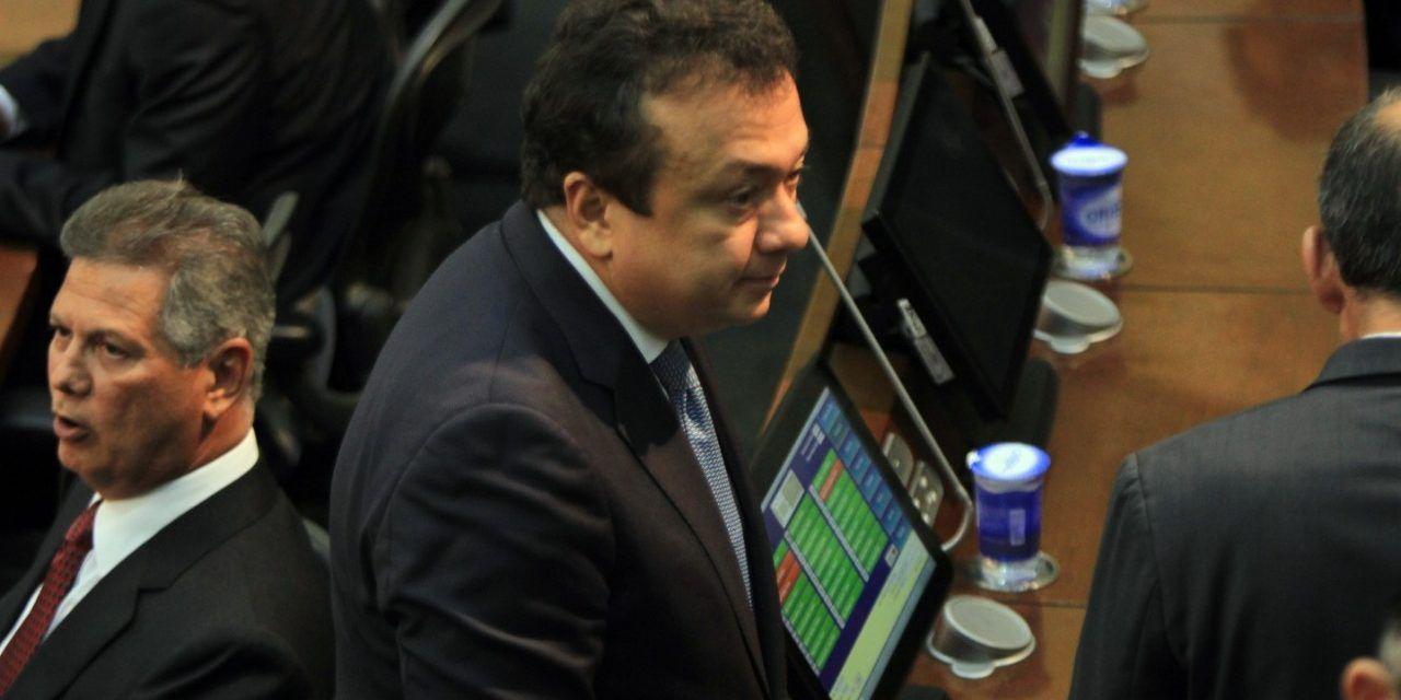 Exsenador Pulgar seguirá siendo investigado por la Corte