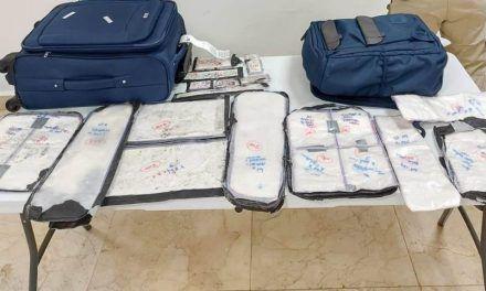 Detienen a pareja de colombianos con 35 paquetes de cocaína en aeropuerto de Cancún