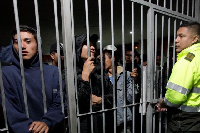 Cuatro historias de homicidios en estaciones de Policía que no encuentran justicia en Colombia