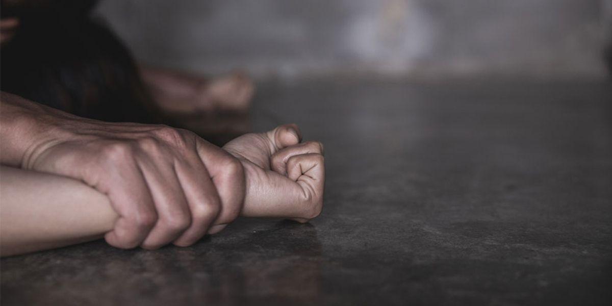 En cuanto a los delitos sexuales,la pena podrá aplicarse si es contra un menor de 14 años o un menor de 18 donde dos o más personas hubieran participado en la consecución del delito.