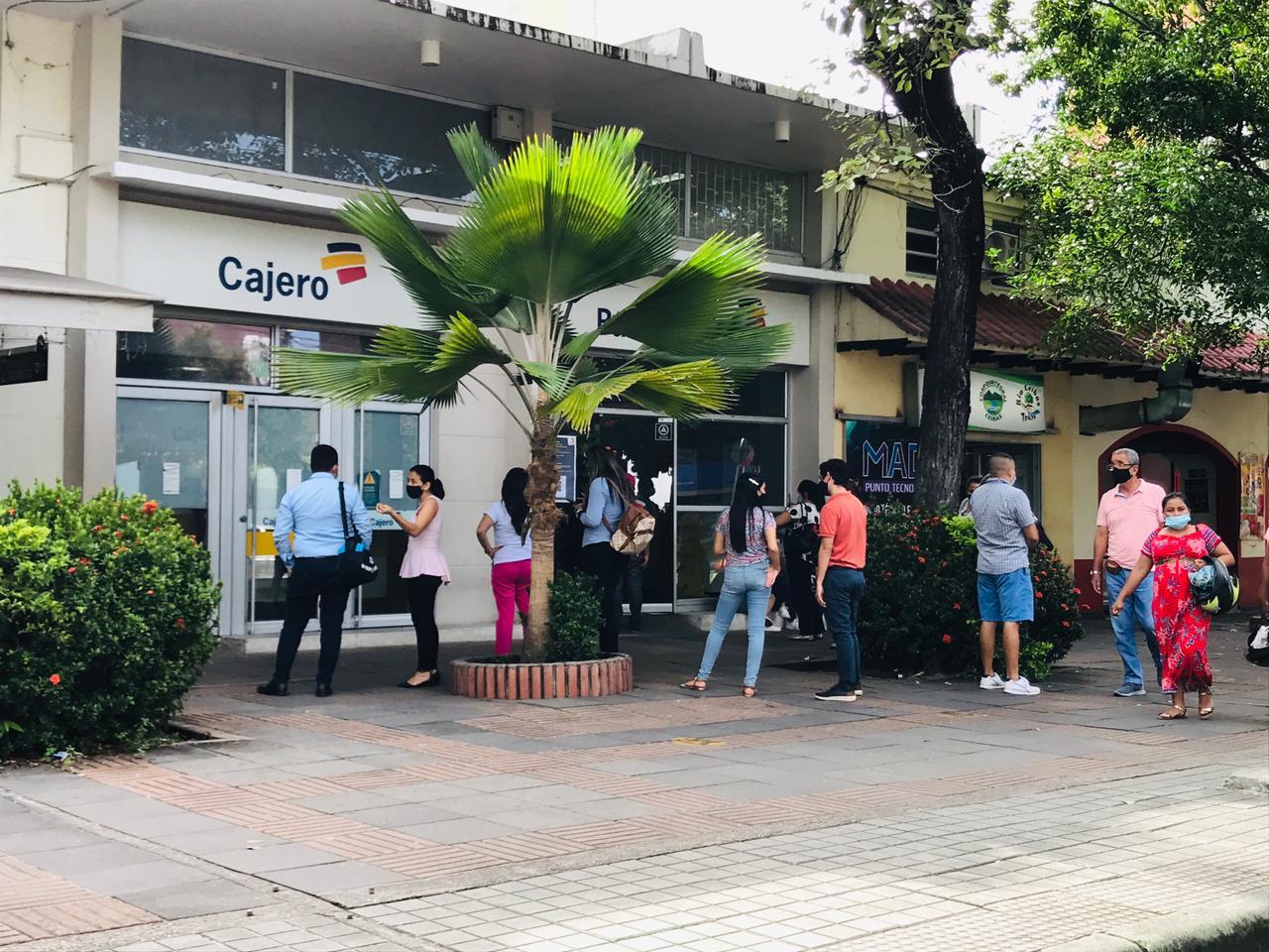Pensionados se dieron cita en el centro de la ciudad a reclamar el pago de toda una vida de trabajo.