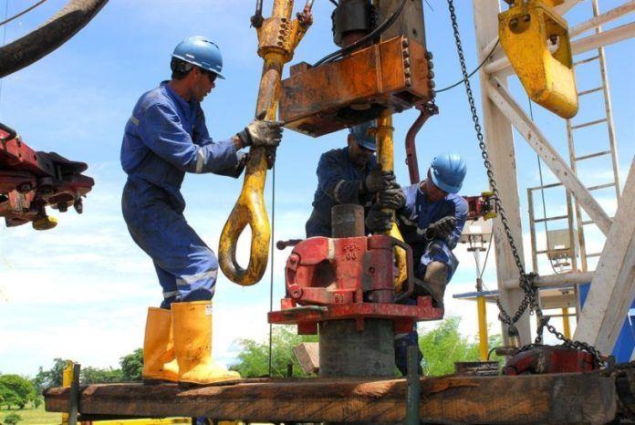 De acuerdo con el Ministerio de Minas y Energía la industria minero-energética le representa al país el 7% del Producto Interno Bruto (PIB), el 12% de los Ingresos de la nación y el 56% de las exportaciones (petróleo y derivados).