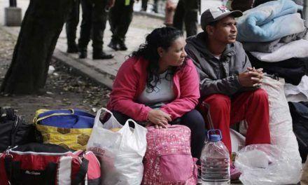 Venezolanos que huyen a Colombia denuncian que sus casas son incendiadas