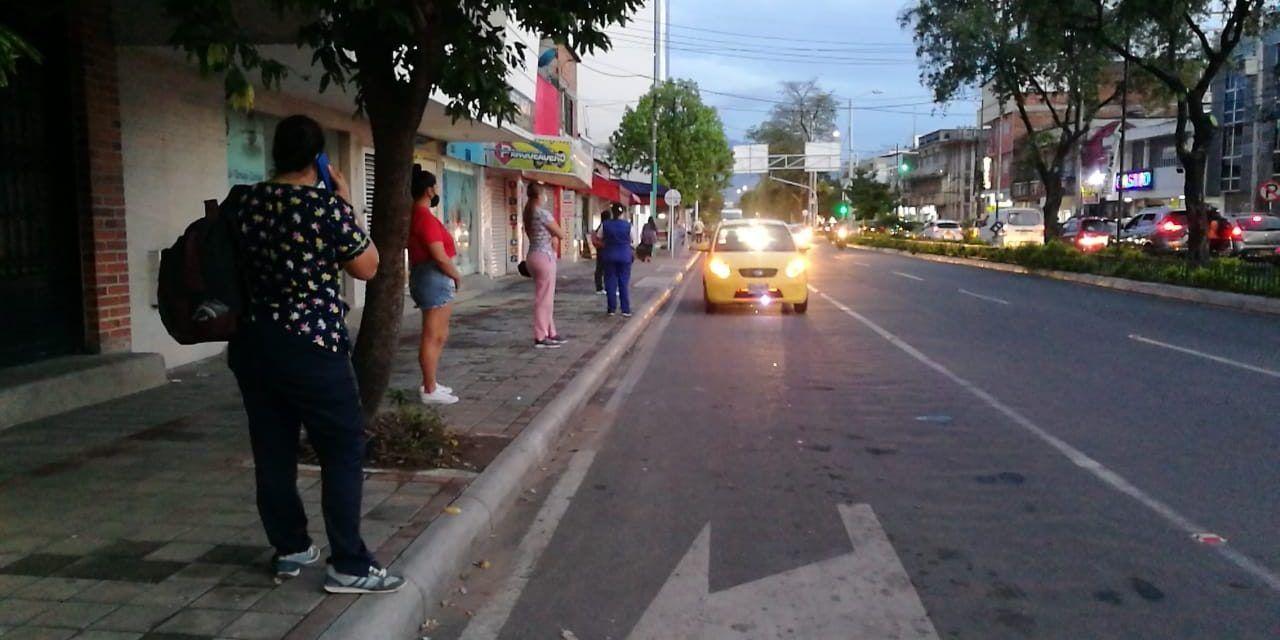 Neivanos no encuentran transporte público después de las siete de la noche