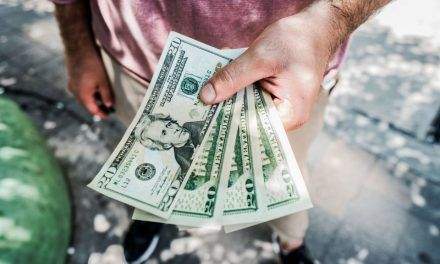 'Socorristas económicos' sustentan con sus giros a muchos huilenses