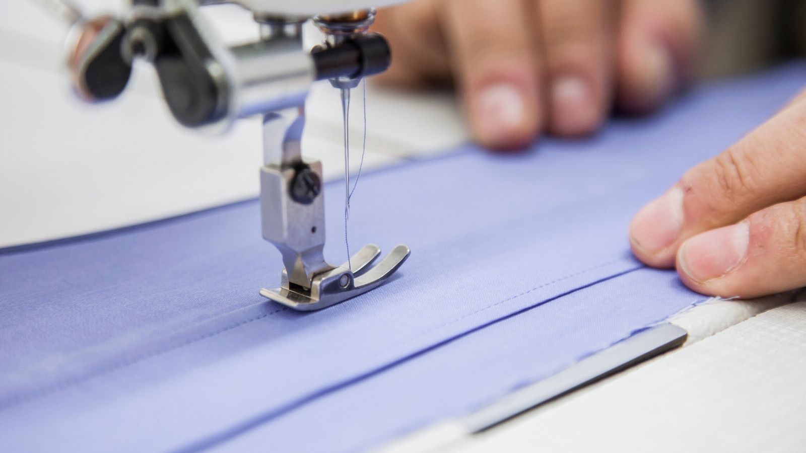 La industria manufacturera, los vestidos y textiles tuvieron una variación negativa.
