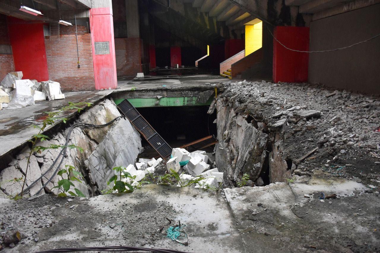 Deterioro en las instalaciones, graderías destruidas, escombros en los pasillos y total abandono, eso fue lo que encontró el Contralor en su visita al Huila.