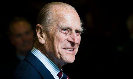 El príncipe Felipe fue trasladado a un segundo hospital para tratarse