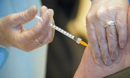 Polémica por doble vacunación a mujer de 92 años en ESE Carmen Emilia Ospina