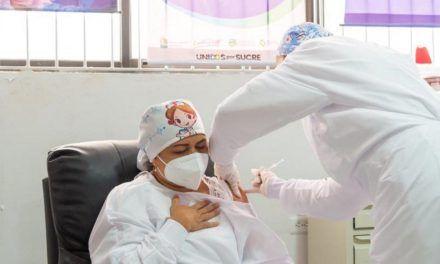 Primer persona vacunada contra el covid en Colombia ya recibió la segunda dosis