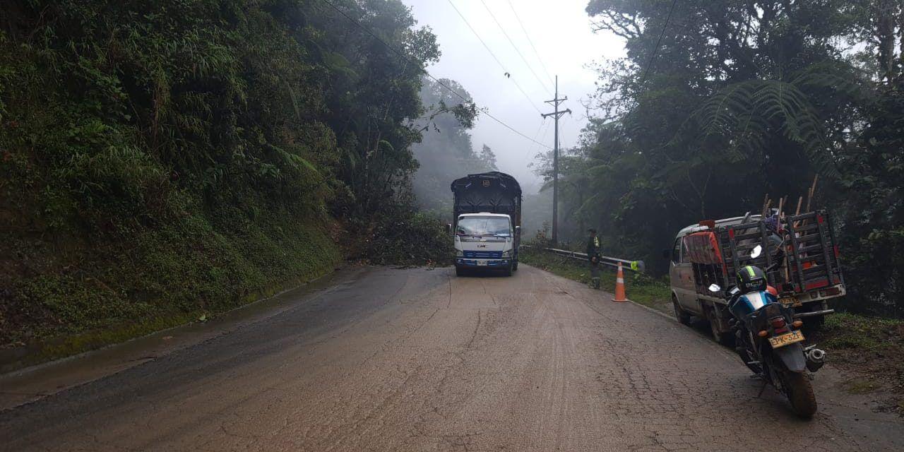 Ruta 45 Mocoa – Pitalito restringida a un solo carril por deslizamiento de tierra