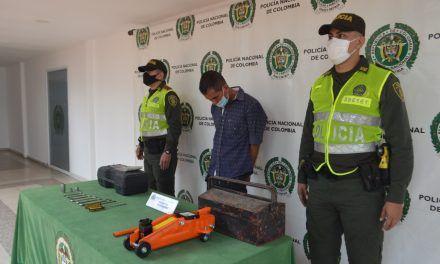 """Capturan a alias """"El Mueco"""" por hurtar elementos de un vehículo"""