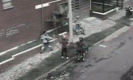 Aseadoras evitaron atraco a escobazos en Bogotá