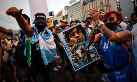 Hinchas exigen que se esclarezca la muerte de Maradona