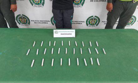 Capturan a dos personas con 30 cigarillos de marihuana en el Limonar