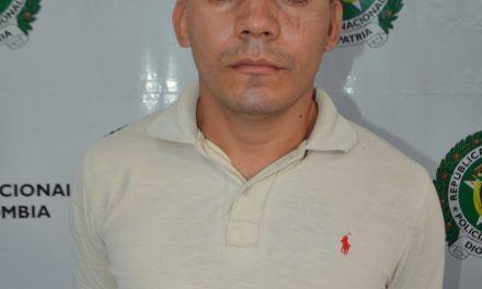 Sujeto requerido por las autoridades fue detenido por porte ilegal de armas