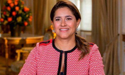 Autobiografía patrocinada de la Primera Dama genera polémica en el país