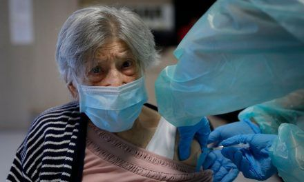 Sin cita previa, mayores de 80 años pueden ir a vacunarse