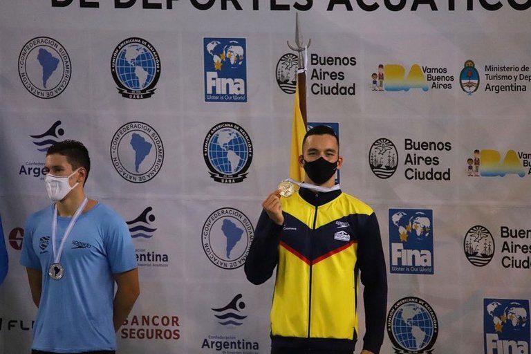 Cosecha dorada en natación para Colombia