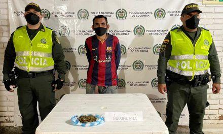 Sujeto fue capturado con una bolsa de estupefacientes