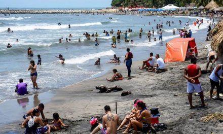Pese a las restricciones, playas copadas en Puerto Colombia