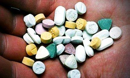 Diplomático colombiano en Suiza recibía droga, según embajada