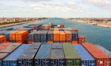 El encallamiento de un enorme barco carguero bloquea el Canal de Suez