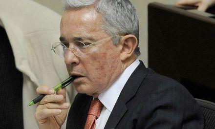 Uribe revive propuesta de bajar salarios y curules en el Congreso