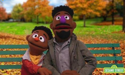 Integran dos personajes a Plaza Sésamo para hablar de racismo