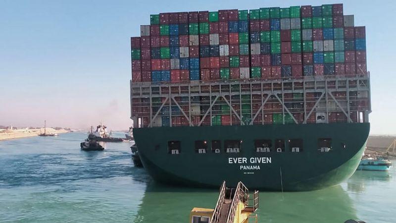 Reflotan el carguero Ever Given que llevaba casi una semana bloqueando el canal de Suez