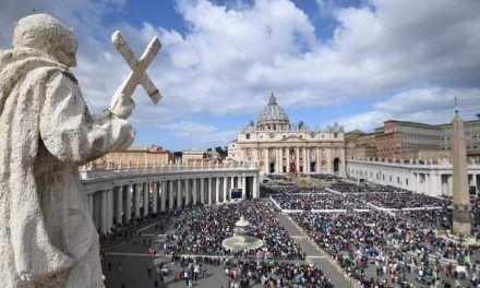Vaticano pide mayores donaciones de los fieles ante la situación económica