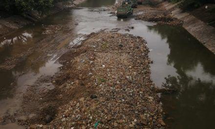 El río del Oro que ahora arrastra escombros