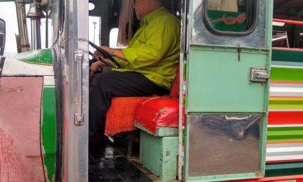 Un viajecito en chiva, el más colombiano de los transportes