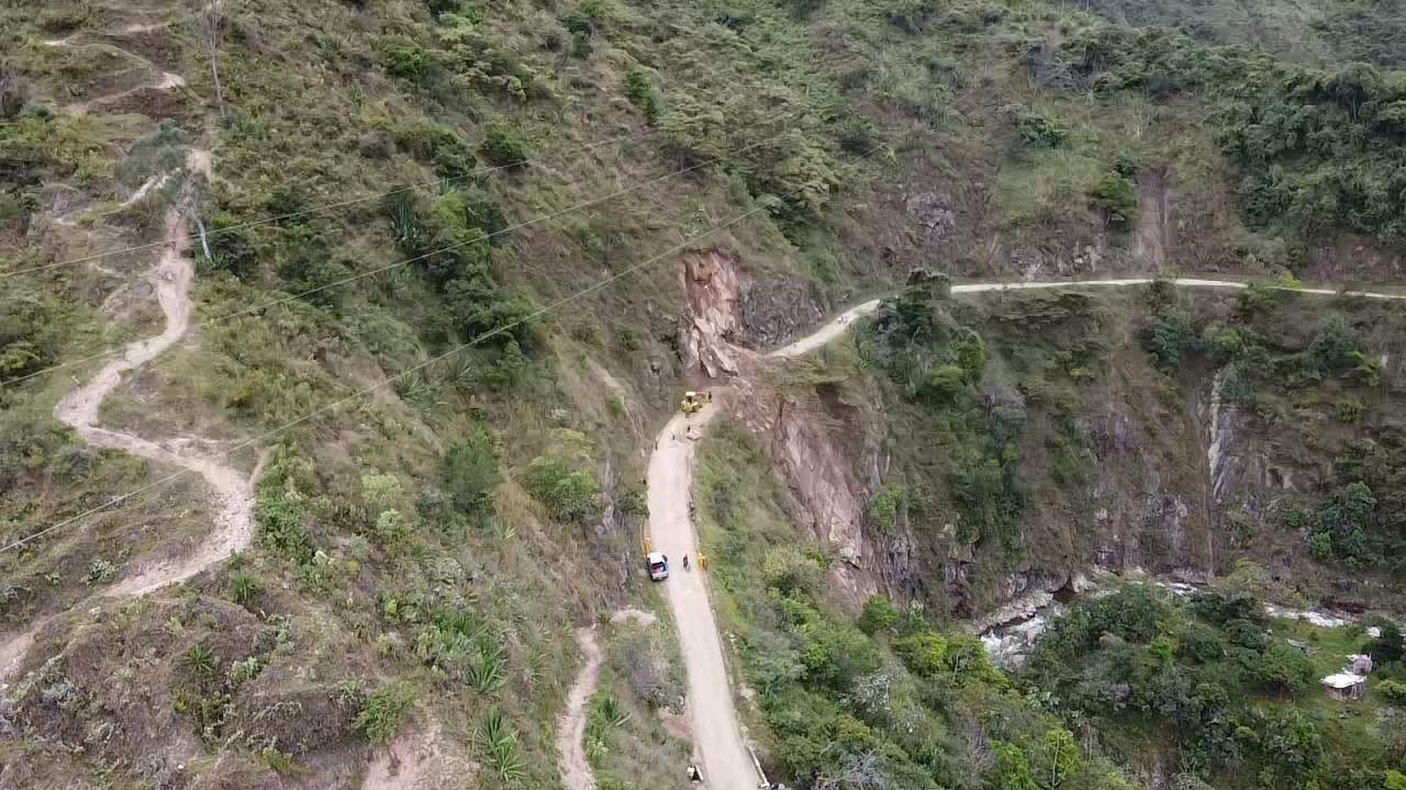 Según líderes del corregimiento Río Ceibas, en esta vía se han presentado cerca de 45 derrumbes durante la ola invernal.