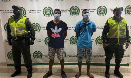 Dos hombres fueron capturados por robar un celular