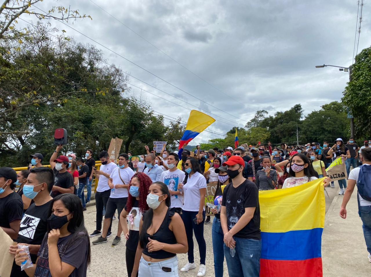 """Multitudinarias manifestaciones en Pitalito, diferentes sectores sociales le dijeron """"no a la Reforma Tributaria""""."""