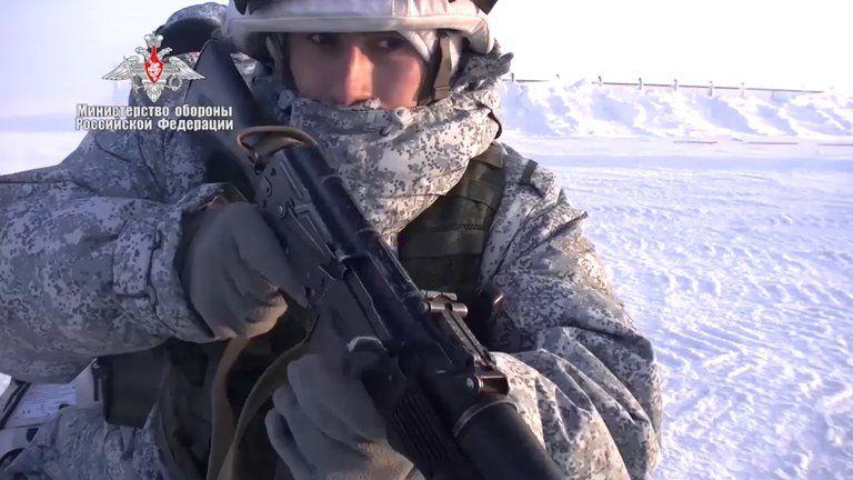 Vladimir Putin saludó el éxito de los ejercicios militares rusos en el exigente clima del Ártico.