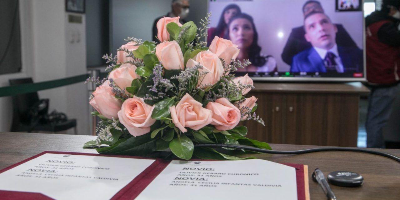 Matrimonio virtual, y sin salir de casa