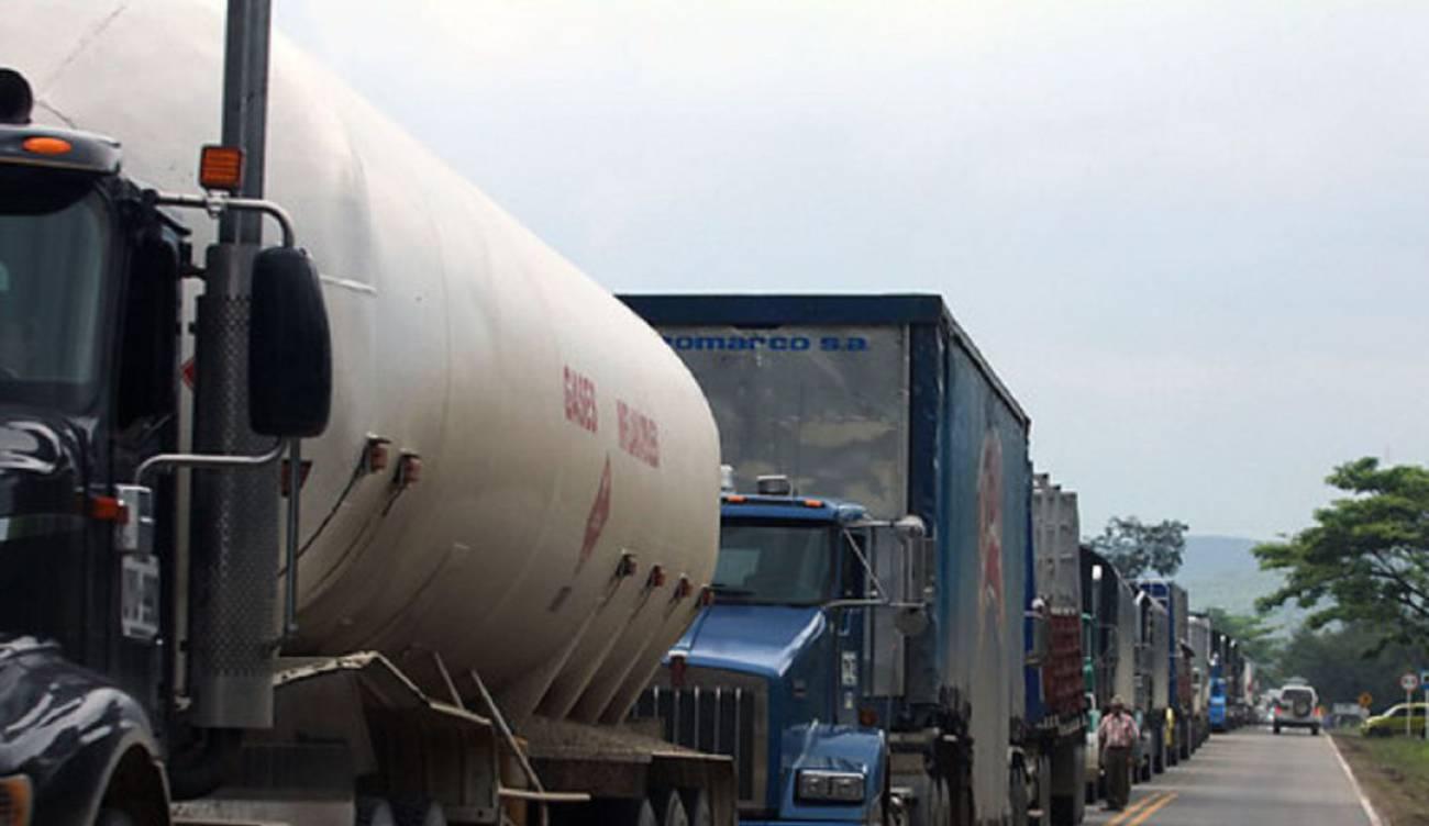 Transportadores de carga hacen cuentas con la Tributaria