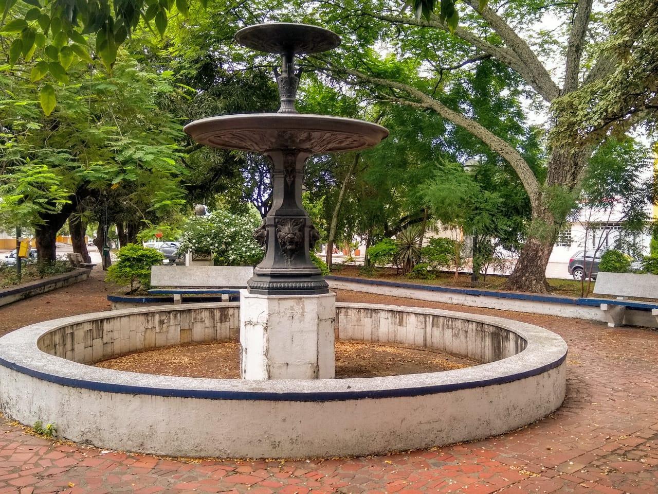 Pila Histórica que fue el primer acueducto de Neiva. Causó polémica por la efigie de un niño desnudo