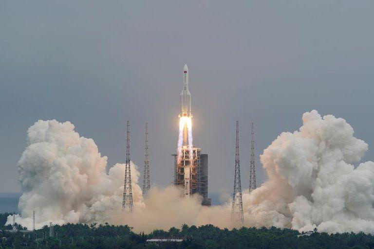 China acusada por actuar irresponsablemente tras caída descontrolada de su cohete