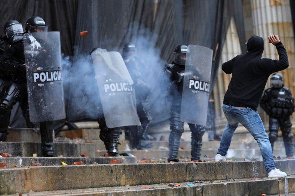849 policías han resultado heridos durante manifestaciones